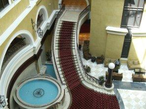 Dubai_Moevenpick _scalinata interna