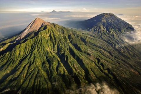 Indonesia_all'ombra del vulcano