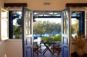 milos-andonis-ingresso appartamento con vista
