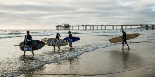 San Diego Surfers - CA
