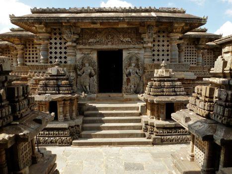 Hoysaleshvara_temple_Halebid